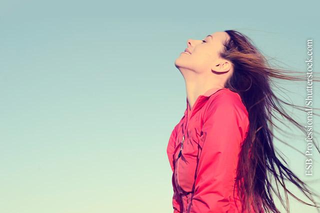 Ausnutzen, wann immer die Sonne scheint. Die Sonnenstrahlen fördern die Produktion von Serotonin und Vitamin D.