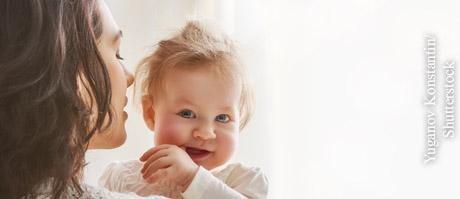 Mit Babys altersgemäß sprechen