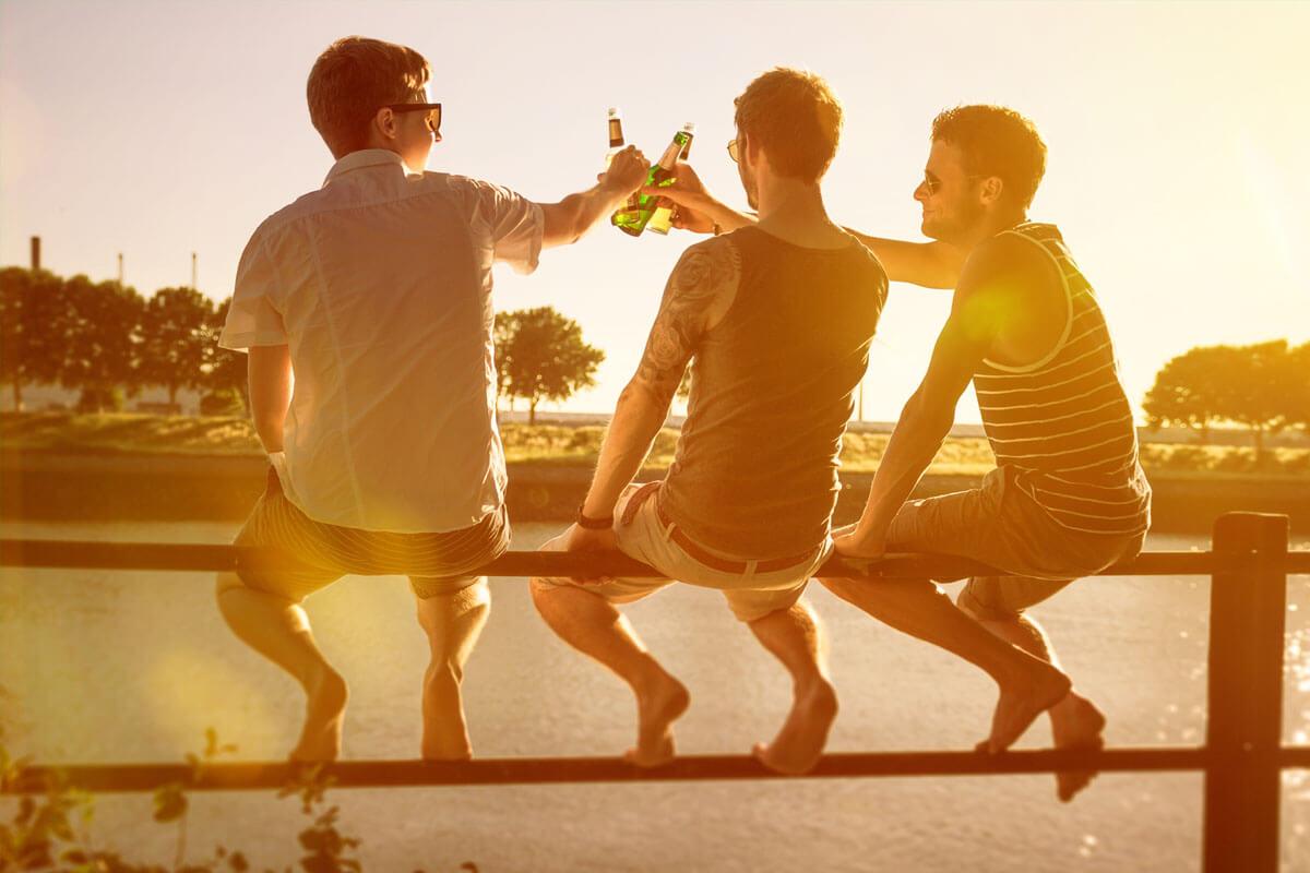 Kleine Hoden, hoher Alkoholkonsum