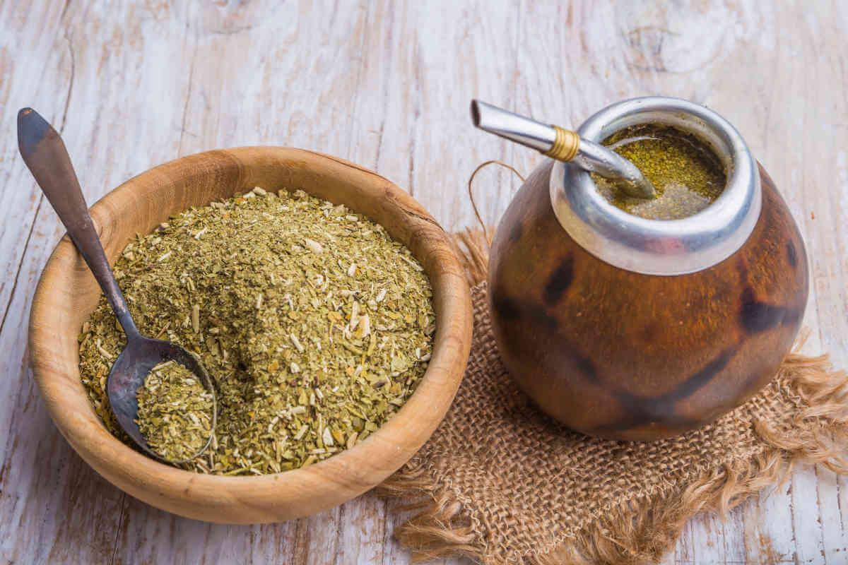 Nahrungsergänzung im Blick: Mate-Tee