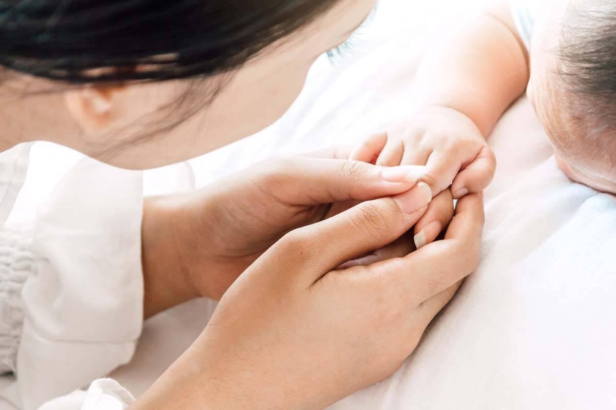 Erstickungsgefahr: Babys sicher betten