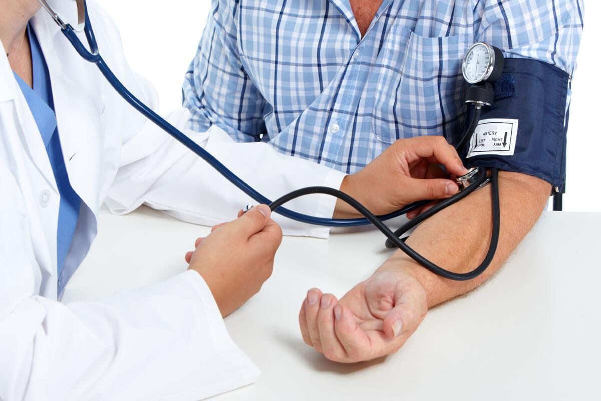 Hochdruck behandeln beugt Demenz vor
